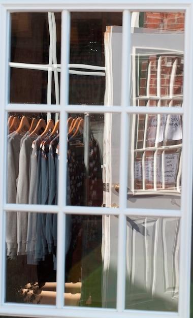 Clothing store window in the hamptons Premium Photo