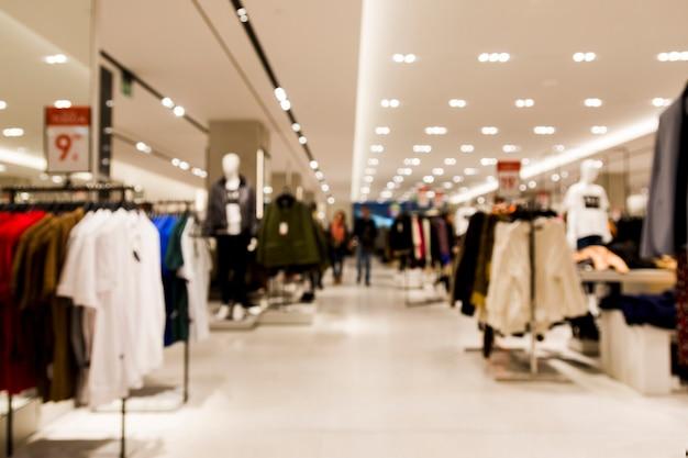 Магазин одежды с размытым эффектом Premium Фотографии