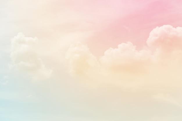 파스텔 색상으로 구름 배경 프리미엄 사진