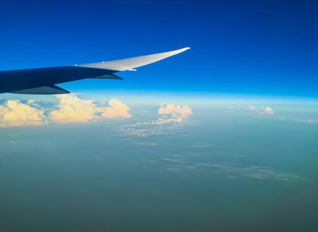 Cloud above the blue sky Premium Photo