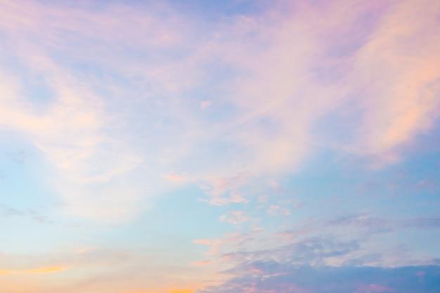 황혼의 시간에 하늘에 구름 무료 사진