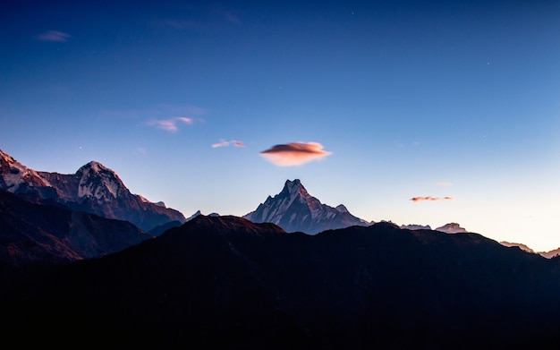 Cloud ufo over the mount fishtail from poonhill, nepal. Premium Photo