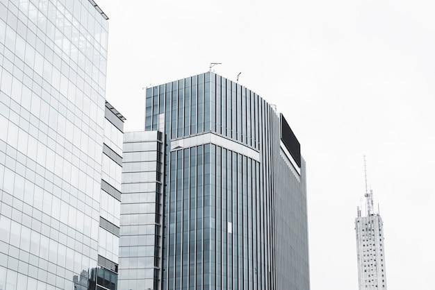 白い空cloudscapeの建物 無料写真