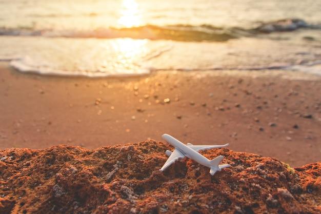 日の出ショット、海の上の美しいcloudscape Premium写真
