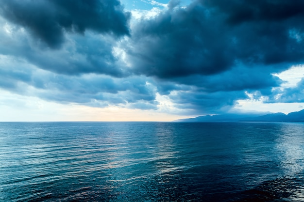 Cloudy grey cloud on the gloomy sky before a thunderstorm Premium Photo