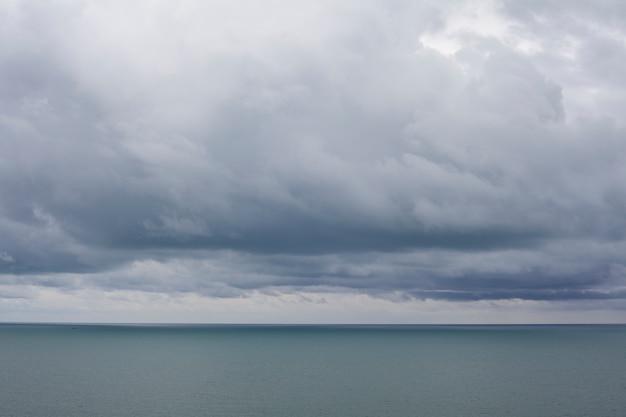 Cielo nuvoloso paesaggio Foto Gratuite