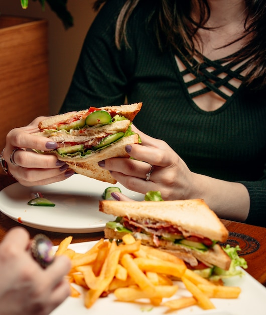 Club sandwich on the table Free Photo