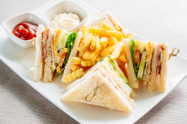Club sandwich with vegetable and sauce Free Photo