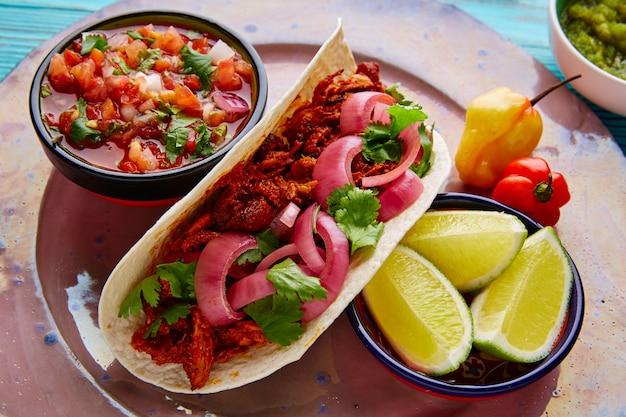 Cochinita pibil mexican food with pico de gallo Premium Photo