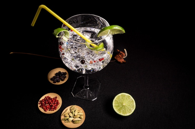 Cocktail of gin and tonic on a black background Premium Photo