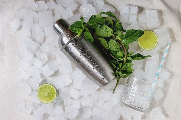 Cocktail making concept Premium Photo