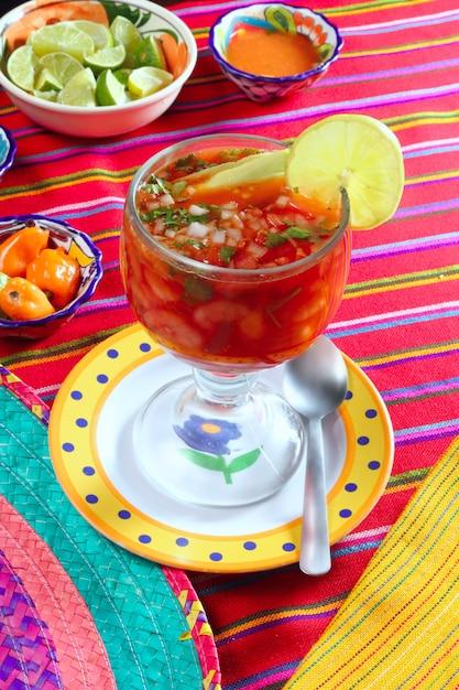 Cocktail of shrimps mexican chili sauces lemon Premium Photo
