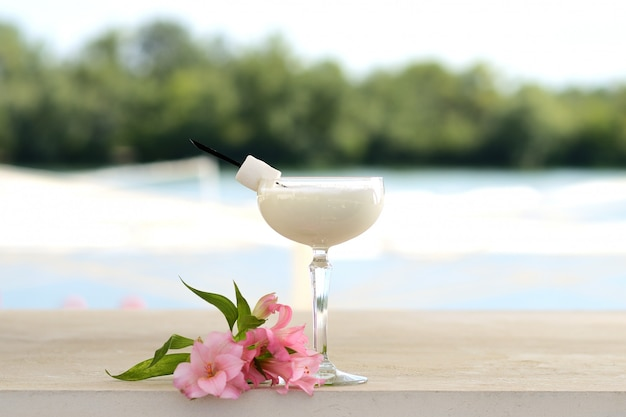 Cocktail with mint and ice in a glass tumbler. with flower and fruit decor Premium Photo