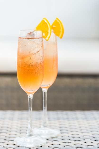 Cocktails with orange slices and ice cubes Free Photo