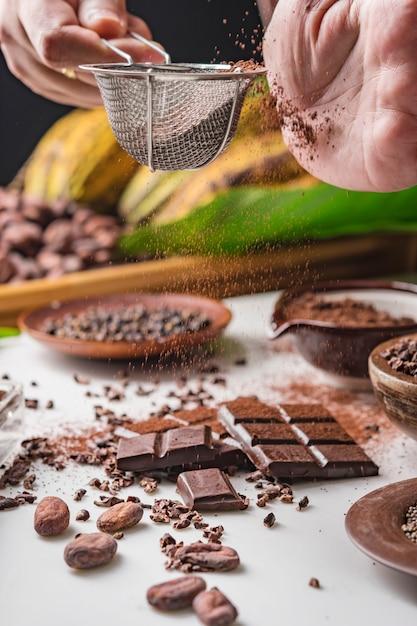 Какао-бобы, кусочки шоколада, какао-порошок Premium Фотографии