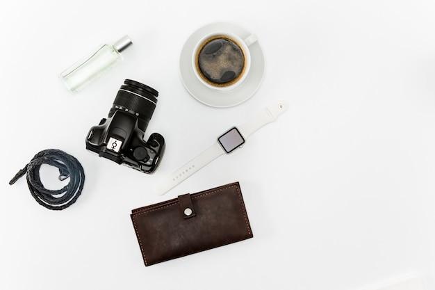 Кофе и личные вещи на рабочем столе Бесплатные Фотографии