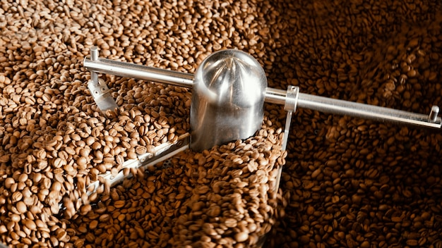 Расположение кофейных зерен с машиной Бесплатные Фотографии
