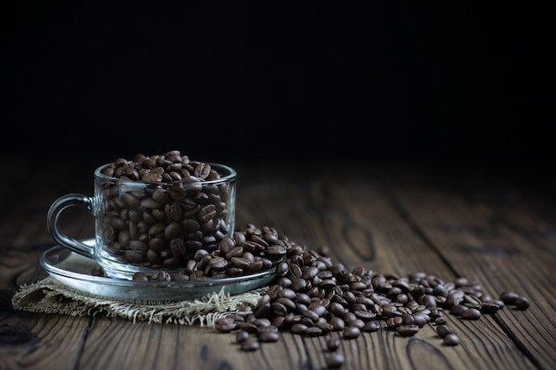 Coffee beans in cup on table Free Photo
