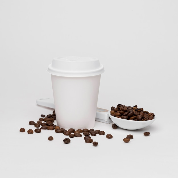 Coffee beans and cup on white background Free Photo