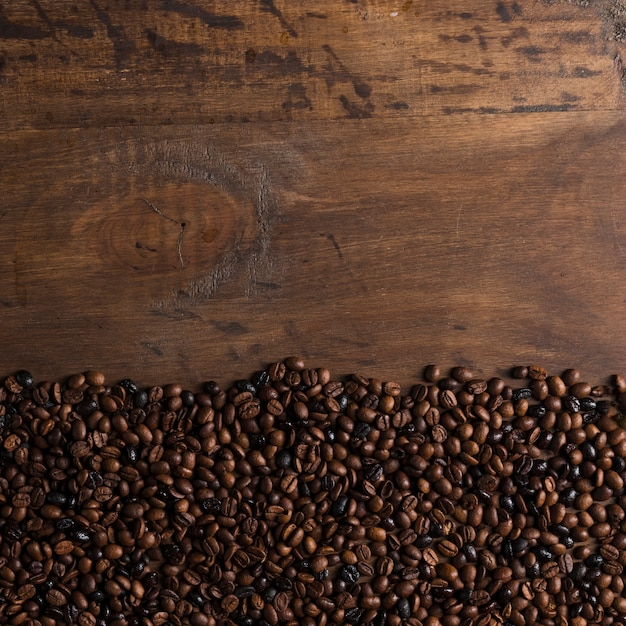 Coffee beans at edges on table Free Photo