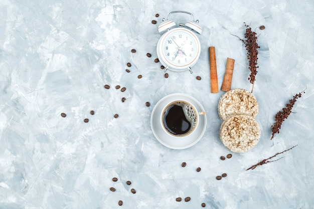 Coffee beans and spices on grunge background Free Photo