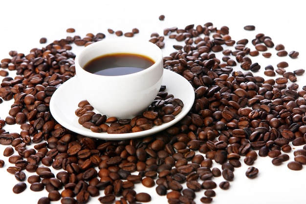 Coffee beans with white cups Free Photo