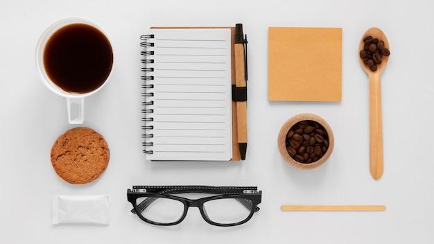 Расположение брендов кофе на белом фоне Бесплатные Фотографии