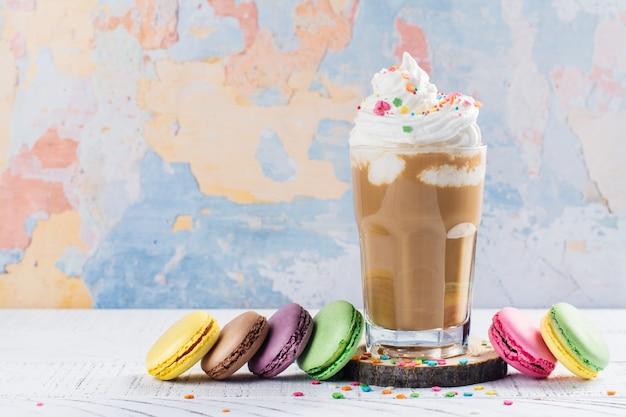 Coffee cocktail and macaroons Premium Photo