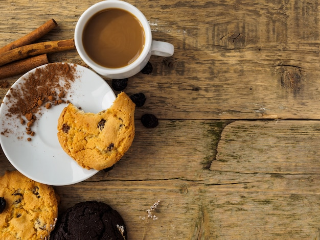 Coffee and cookies on a wooden table Premium Photo
