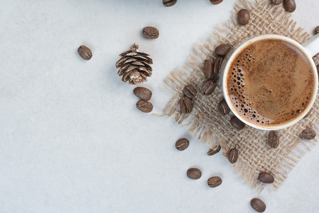 Coffee cup and coffee beans on sackcloth . high quality photo Free Photo