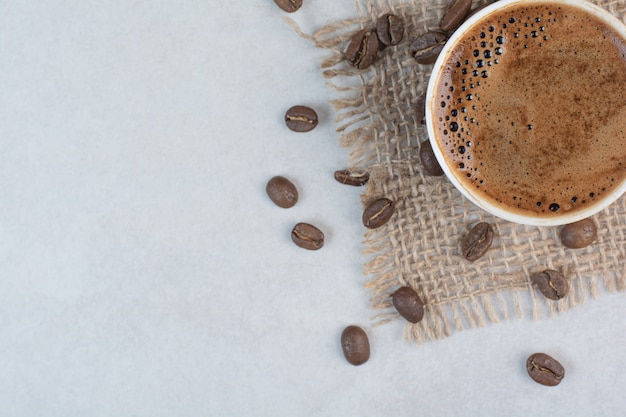Coffee cup and coffee beans on white background. high quality photo Free Photo