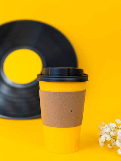 Coffee cup and vinyl assortment Free Photo