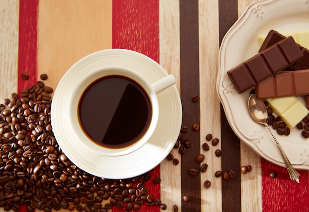 Coffee cup with chocolate and coffee beans Premium Photo