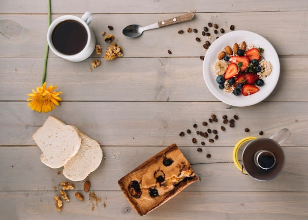 Coffee cup with oatmeal and toasts on table Free Photo
