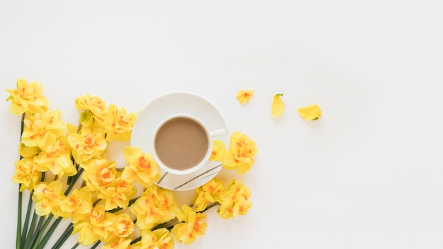 Coffee and flowers Free Photo