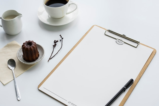 Coffee pudding and clipboard on the table Premium Photo