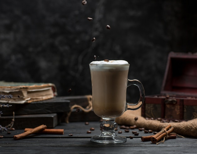Coffee with cinnamon on the table Free Photo