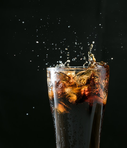 Cola splash Premium Фотографии