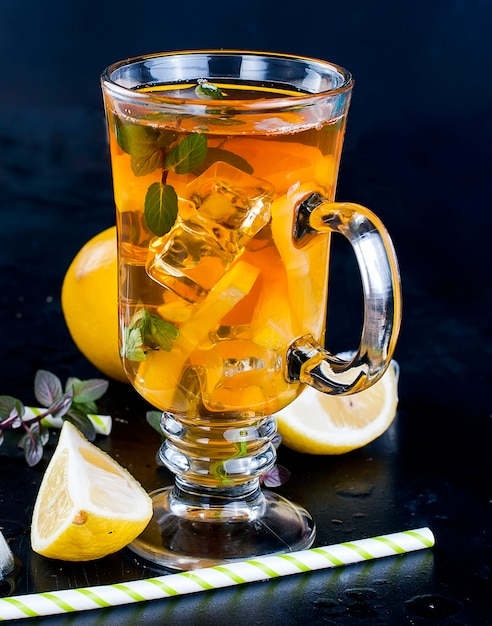 Cold tea with lemon, mint and ice Premium Photo