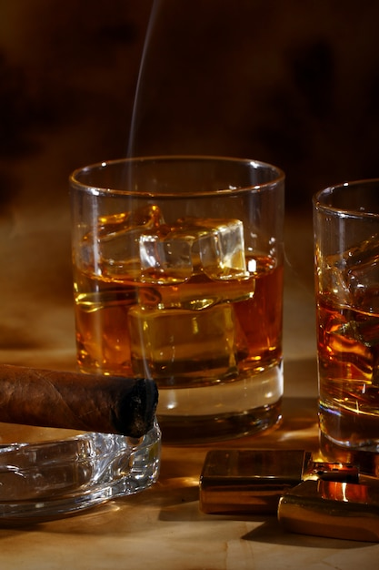 Cold whiskey  and cigar Free Photo