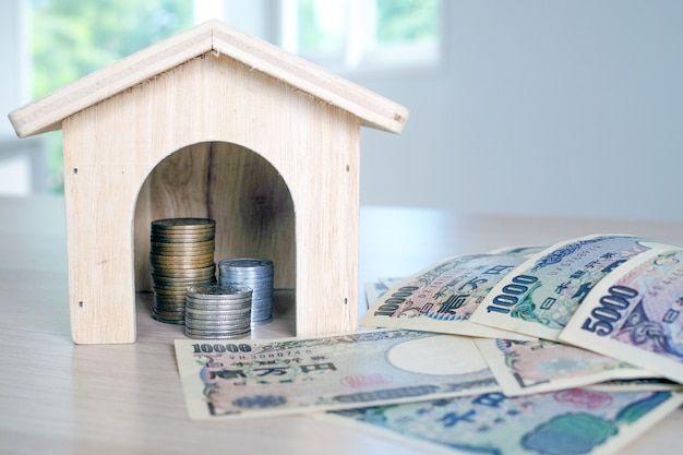 Collect money to build a house Premium Photo
