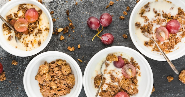 Collection of breakfast bowls with grapes | Free Photo