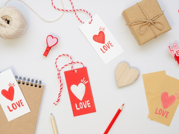 Collection of love tags with presents Free Photo