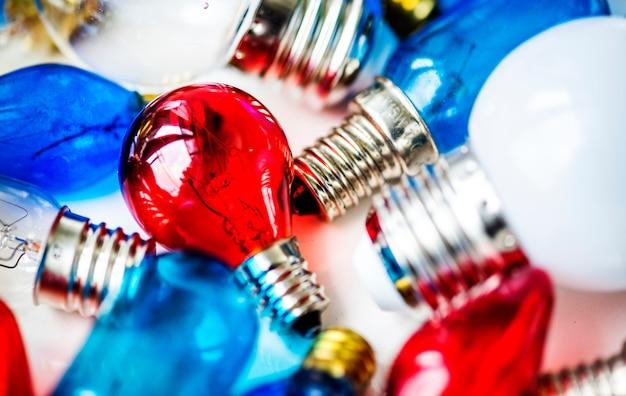 Коллекция разноцветных лампочек Бесплатные Фотографии