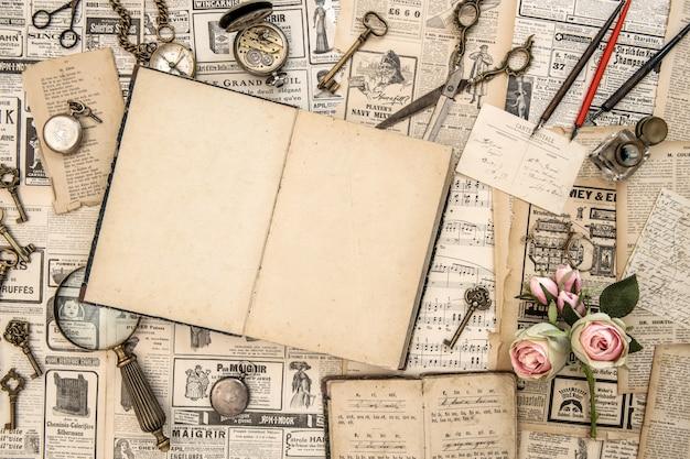 古い新聞やオブジェクトのコレクション Premium写真