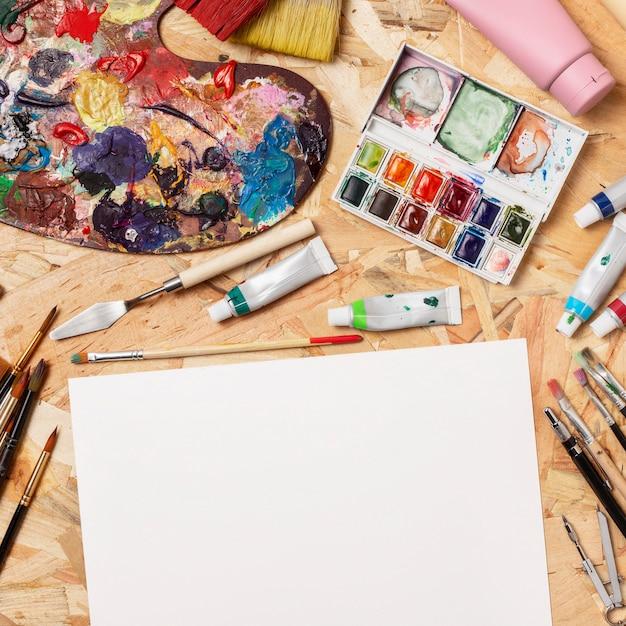 カラーパレットとコピースペースメモ帳創造性アートスタジオ 無料写真