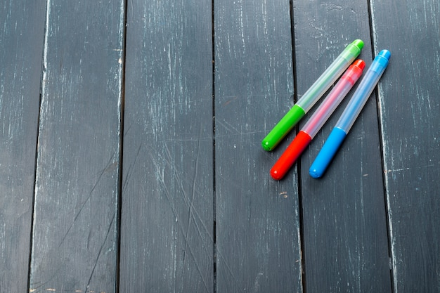 Colored marker pens on wood background Premium Photo
