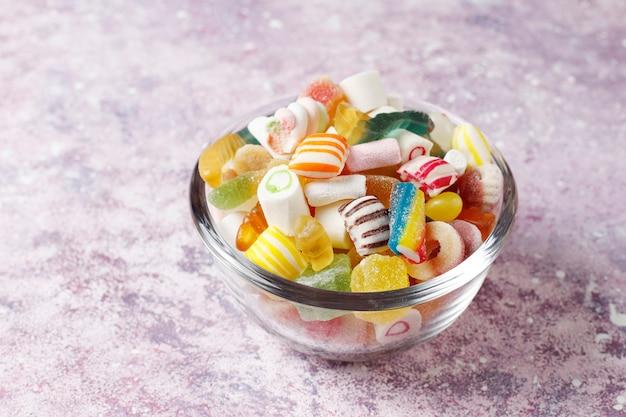 Разноцветные конфеты, желе и мармелад, нездоровые сладости Бесплатные Фотографии