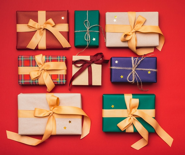 Colorful christmas presents arranged with ribbon Free Photo