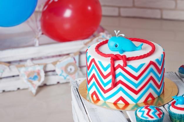 Красочное украшение торта на день рождения первого года. Premium Фотографии